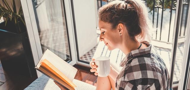 קוראים במרפסת