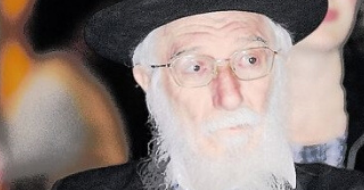 הרב אברהם שלוש. פסק שנוי במחלוקת