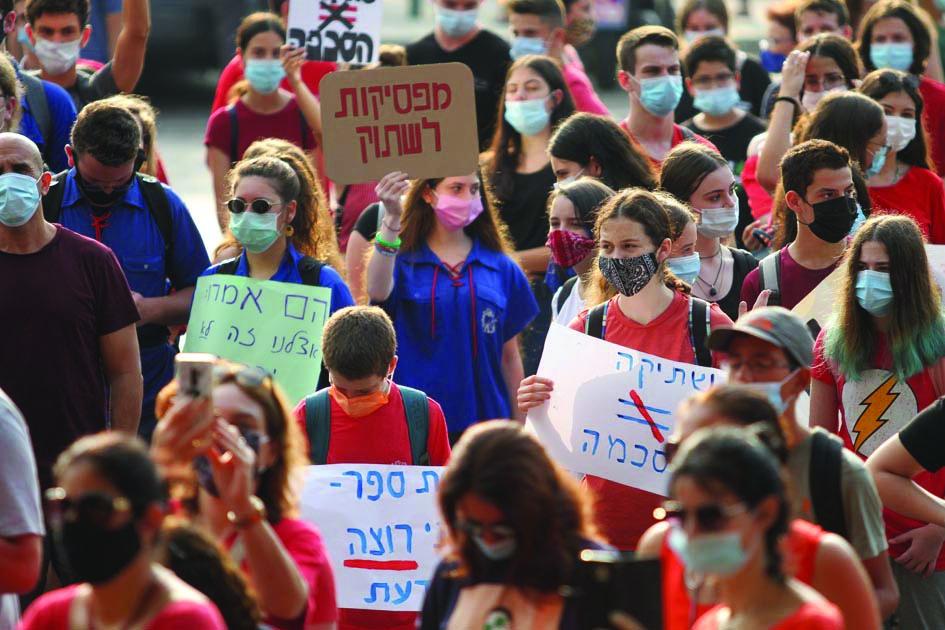 ההפגנה בתיכון במחאה על כרזות האונס לפני כשבוע