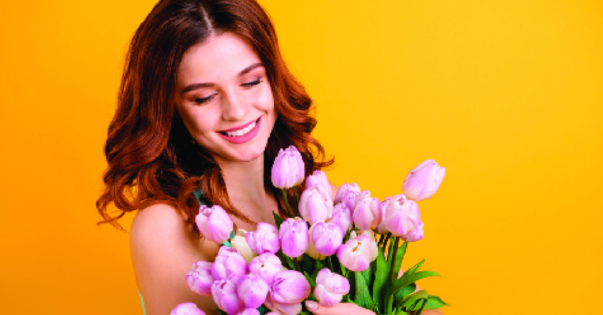 קיבלה פרחים מאיש זר