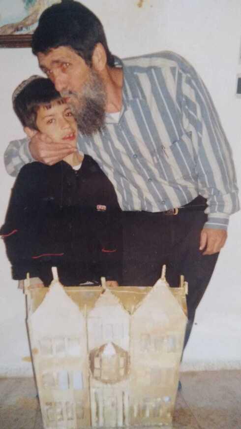 דניאל עם אביו בילדותו
