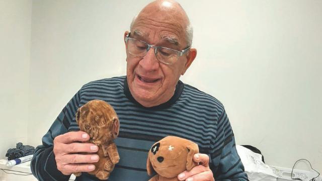 סולומון עם הדובי החדש והדובי הישן