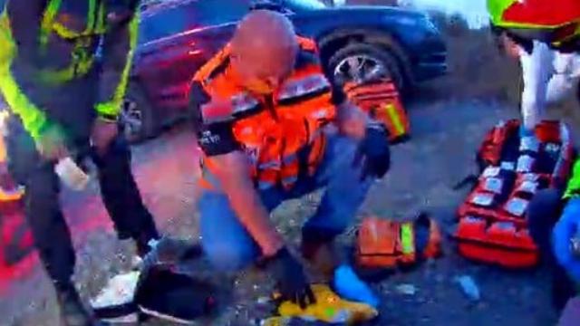 מתנדבי איחוד והצלה מצילים את הבחור