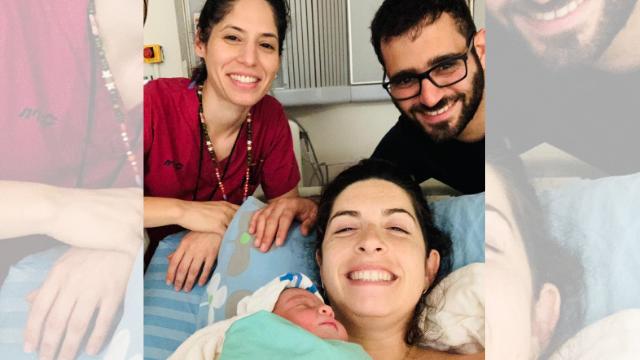 היולדת גל עם בעלה אחרי הלידה