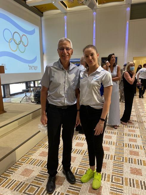 """מנהל המרכז הרפואי מאיר ד""""ר ירון מושקט עם הספורטאית האולימפית ניקול זליקמן"""