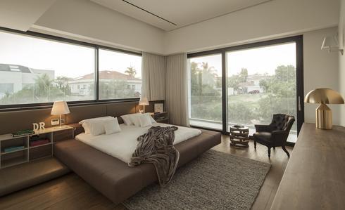 """חדר השינה   צילום: גולדנהאוס נדל""""ן רעננה"""