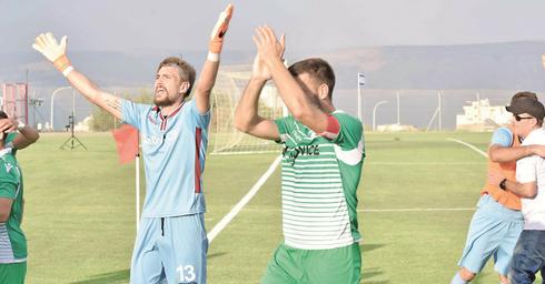 חייקין (משמאל) ומאטוביץ' משחרר לחץ | צילום: שרון צור