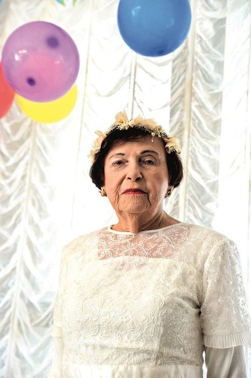 מלכה ליברמן חוגגת בלבן. צילום: חיים הורנשטיין