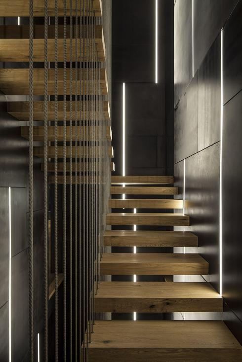 מדרגות עץ | צילום: עמית גירון