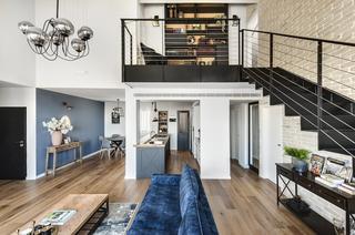 סלון הדירה אחרי המהפך | צילום: עודד סמדר, באדיבות הלל אדריכלות
