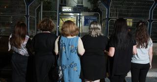 הנשים שהגישו תלונות במשטרה, על רקע תחנת גלילות   צילום: אסף פרידמן