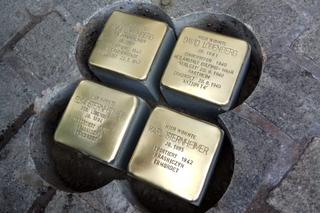 לוחיות הזכרון באפשנבורג | צילום: באדיבות עיריית כפר סבא