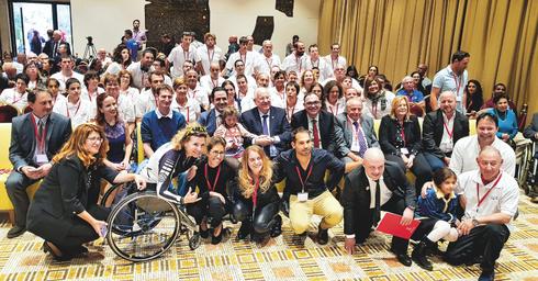 חברי הנבחרת הישראלית עם הנשיא ריבלין | צילום: סנאפ המרכז לצילום חברתי