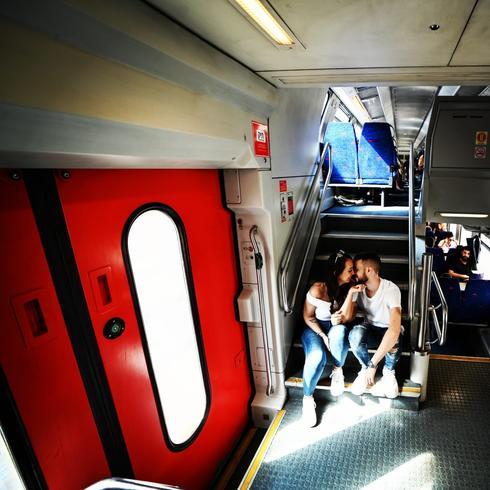 סיפור אהבה שהתחיל ברכבת   צילום: שימי בר